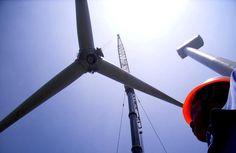 Madrid, 19 abr (EFEverde).- La producción de energía eólica registró a las 16:41 horas de ayer un nuevo máximo de potencia instantánea con 16.636 Megavatios (MW), lo que representa un incremento del 11,2 % respecto al récord anterior de 14.962 MW que se produjo el 9 de noviembre de 2010, según datos de Red Eléctrica.