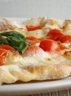 pizza con farina di farro, sottile e con le bolle