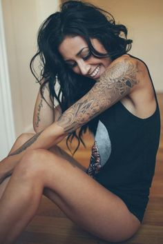 i love how her sleeve is not super dark, its got that faded worn in look, like the perfect shade