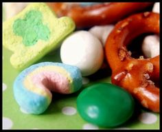 st pattys day trail mix: 6 c. Lucky Charms cereal 6 c. Mini pretzels or pretzel sticks 1 c. Yogurt covered raisins 1 c. Green M's