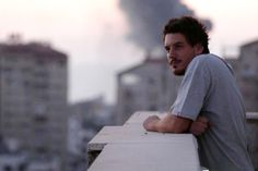 Jornalista da Associated Press morre em explosao na Faixa de Gaza - Blue Bus
