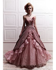 I really like this dress, I have no idea when I'd ever wear it or if it would look good on me but the color is gorgeous and it's like a fairy tale