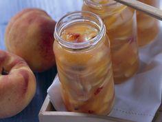 Eine unglaublich leckeres Rezept, das jede Frühstück zum Genuss macht! Pfirsich-Mandel-Marmelade mit Amaretto - smarter - Zeit: 25 Min. | eatsmarter.de