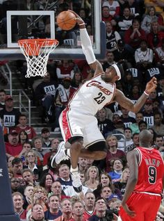 Let's take a look about these beautiful shots for the american professional basketball player LeBron James Dunking! I Love Basketball, Basketball Legends, Basketball Players, Basketball Diaries, Basketball Court, Soccer, King Lebron James, King James, Cleveland Cavs