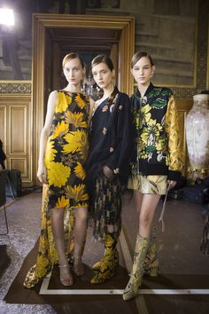 Dries Van Noten Spring 2018 Fashion Show Backstage Beauty Runway, Womenswear Collections at TheImpression.com - Fashion news, street style, models