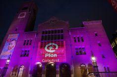 En Ámsterdam fue la Beurs van Berlage, conocido centro cultural de la ciudad. #PorSerNiña http://plan-espana.org/prensa-y-publicaciones/noticias-ong/el-mundo-rosa