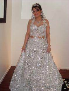 Location de robe de mariée entièrement brodée, scintillant de mille feux. C'est une keswa à la tunisienne. La première est argentée , la deuxième est dorée.