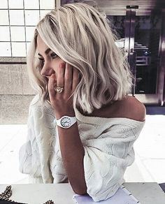 Short hair is more than a trend. It's practically a way of life! Here are the 30 Best Short Hairstyles & Haircuts – hairstyle hair bobs pixie cuts ombre balayage 641481540652715917 Short Hair Trends, Short Hair Styles Easy, Medium Hair Styles, Tutorials For Short Hair, Mid Length Hair Styles For Women, Messy Short Hair, Short Haircut Styles, Medium Hair Cuts, Hairstyles Haircuts