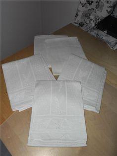 Annons på Tradera: 5 st vita fina äldre kökshanddukar linnehandukar med monogram retro