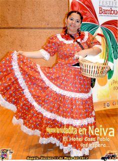 Traje tradicional del Bambuco, usado por Norma Inés Escobar Tello gerente del Hotel Casa Pablo de la ciudad de Neiva , Huila