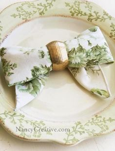 The Bow Fold...a great napkin-folding idea for your #wedding table by nado8808 - get inspired at diyweddingsmag.com