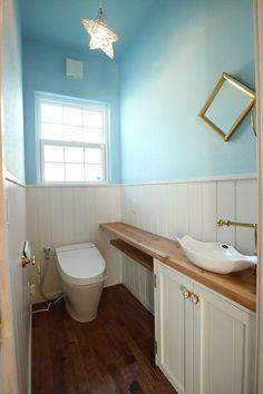 fujihomes2 | 富士市W様邸 Toilet Tiles, Small Toilet Room, Natural Interior, Toilet Design, Bathroom Toilets, House Rooms, New Homes, Flooring, Furniture