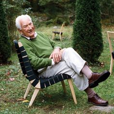The first true Knoll designer, Jens Risom joined the young Hans Knoll Furniture Company in the early 1940s as the sole designer of interiors and furniture. | Dwell: Design Classics