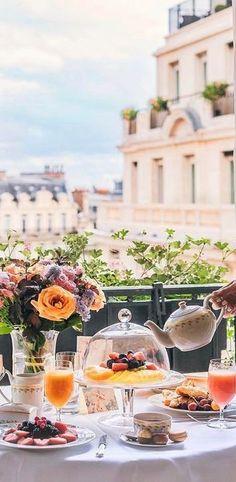 Four Seasons Paris @michaelOXOXO @JonXOXOXO @emmaruthXOXO @emmammerrick  #PUTTIN'ONTHERITZ