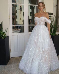 Garden Wedding Dresses, Wedding Dresses With Flowers, Wedding Dress Styles, Dream Wedding Dresses, Bridal Dresses, Ball Dresses, Nice Dresses, Wedding Night, Dress Wedding