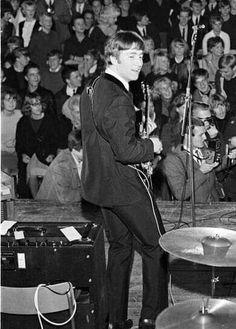 Lennon The Beatles Live, John Lennon Beatles, Liverpool, The Ed Sullivan Show, Number One Hits, Lennon And Mccartney, Capitol Records, The Fab Four, Ringo Starr