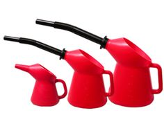 Suomessa valmistetut kaatokannut ovat erinomaisia kun pitää lisätä nestettä vaikka auton pissapoikaan. Oil pouring jug. Made in Finland.