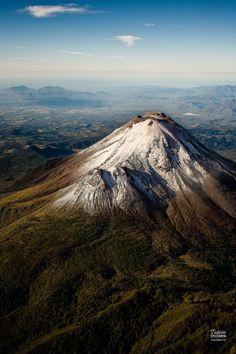 Vía @tapirofoto: Así pude ver el Volcán de Colima en un sobrevuelo de 2010.