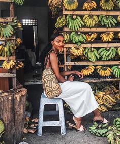 Asiyami Gold inspo for Poses, Mode Simple, Black Girl Aesthetic, Black Women Fashion, Black Women Style, Black Girl Style, Black Girl Beach, Gold Fashion, 80s Fashion