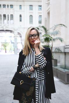 Aunque parezca imposible, combinar estampados en tus outfits es posible. Hoy en el post, nuevo look!! http://www.myshowroomblog.es/looks/trabajo/combinar-estampados/