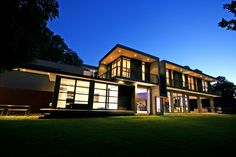 Residence in Johannesburg Photo 06: Modern House Exteriors And Courtyard