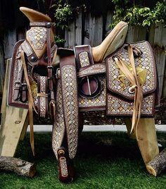 PROMOCIÓN NAVIDEÑA Espera nuestra promoción navideña en monturas muy pronto!!!! Informes: (323) 697-6033 Tel. EU (whatsap) #Montura #MonturaParaCaballo #MonturasYMonturas #Calidad #HechaEnMexico #Autentica #HechaAMano #Caballo #Yegua #Rodeo #Charro #Charra #Vaquero #Vaquero #Horses #HorsebackRiding #SuperOferta #Descuento #Rancho #Banda #HechaEnMexico #Autentica