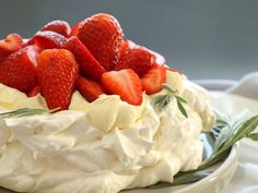 Treat your taste buds to this lovely light dessert. Lovely Light Pavlova Recipe from Grandmothers Kitchen. Light Desserts, Just Desserts, Delicious Desserts, Dessert Recipes, Yummy Food, Meringue Desserts, Meringue Cake, Fruit Dessert, Strawberry Pavlova