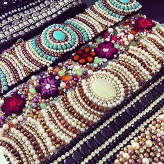cintos bordados, faixas bordadas, cintos bordados em pedrarias, bordados em pérolas, bordados em cristais swarovski, strass, bordados de festa, cintos de festa, vestidos bordados em pedrarias, vestidos bordados, bordados em Sao Jose dos Campos SP, Ateliê RAE, RAE
