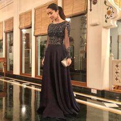Stylish Dress Designs, Stylish Dresses, Fashion Dresses, Maxi Dresses, Indian Wedding Outfits, Indian Outfits, Alia Bhatt Saree, Sraddha Kapoor, Ranbir Kapoor