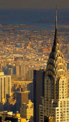 New York skyline, the Chrysler Building @ Sunset