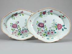 Par de travessas em porcelana Chinesa de Cia das Indias do sec.18th, Familia Rosa, 40cm de largura, 23,200 EGP / 9,650 REAIS / 2,770 EUROS / 3,050 USD https://www.facebook.com/SoulCariocaAntiques https://instagram.com/soulcarioca_antiques