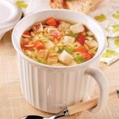 Soupe-repas au poulet et orzo - Nutrition Month, Nutrition Plans, Orzo, Confort Food, Dog Food Recipes, Healthy Recipes, Canadian Food, Canadian Recipes, Soups And Stews