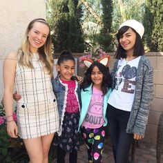 Singing lessons with the amazing Gem Sisters (@gem.sisters), who are about to become massive YouTube stars! Check them out online and see why they are so amazing!! Giselle, Mercedes and Evangeline: I love helping you raise your singing game!!  #gemsisters #singing #lessons http://gemsisters.club