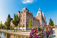 The stunning architecture of the Rijksmuseum in Amsterdam Museums, Netherlands, Travel Guide, Amsterdam, Mansions, Architecture, House Styles, World, Pictures