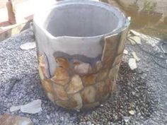 Pozo de imitación Garden Crafts, Garden Projects, Patio Design, Garden Design, Wishing Well Plans, Landscaping A Slope, Garden Sink, Cement Flower Pots, Chair Design Wooden