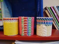 Versiering om een blikje. Borduren en vilt. Kinderen groep 5/6 OBS Woold Workshop, School, Om, Crafts, Hairdos, Craft Work, Woman Clothing, Pregnancy, Atelier