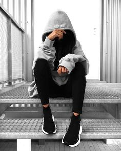 👻 j'adore Who's also in love with big big hoodies ? Portrait Photography Poses, Photography Poses Women, Creative Photography, Teenage Girl Photography, Girl Photo Poses, Girl Photos, Balenciaga Speed Trainer, Foto Instagram, Disney Instagram