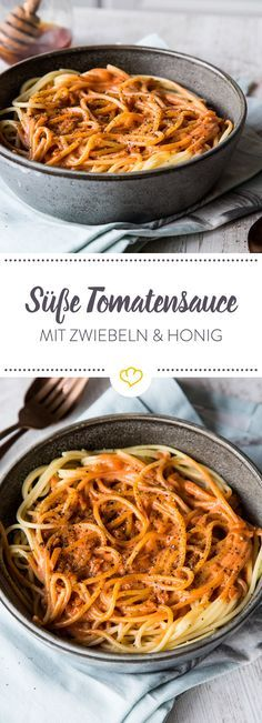 Pastasauce mal anders: Mit Honig, Zwiebeln und Sahne bekommt diese Tomatensauce einen süßen Dreh. Das schmeckt kleinen und großen Kindern garantiert!
