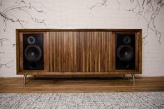 Wrensilva Standard One Record Console with SONOS® functionality is midcentury inspired handbuilt audio furniture built-in Amp turntable jack RCA inputs. Audio Design, Sound Design, Vintage Stereo Cabinet, System Furniture, Hifi Audio, Hifi Stereo, Vinyl Record Storage, Diy Speakers, Audio Room