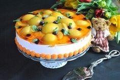 Фото к рецепту: Бисквитный торт с творожным муссом и персиками