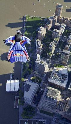 High fliers over New York http://win.gs/1kfXEZd Image: Andy Farrington #redbullairforce #Manhattan #skydiving
