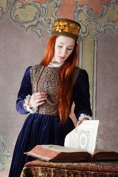 Polish renaissance dress, end of 16th century.Reconstruction by Nomina…