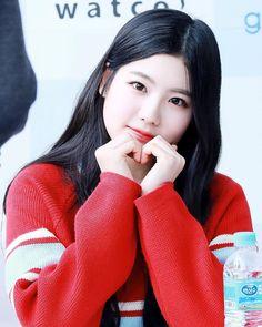 —; #혜연  161112  HQ    Faguo Fansign #구구단 ⌃#chohyeyeon #hyeyeon #maknae #sally #gu9udan #gugudan #mina #haebin #gx9 #sejeong #soyee #mimi #nayoung #hana #girlgroup #jellyfish © hyeyeon.com⌄
