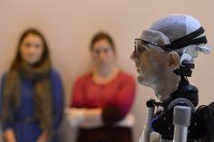 """I designer di robotica britannici lo hanno annunciato come il """"primo uomo bionico completo"""". Si chiama """"rex"""", è alto due metri, ed è al Museo della scienza di Londra. Al suo interno, ci sono anche organi artificiali"""