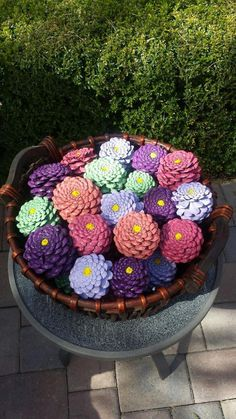 Make Zinnia Flowers from Pine Make Zinnia Flowers from Pine Cones! (DIY)Pine cone zinniasPine cone zinniasHow To Turn Pine Cones Into Lovely Zinnia Flowers Dyi Crafts, Rock Crafts, Crafts To Do, Hobbies And Crafts, Crafts For Kids, Paper Crafts, Pine Cone Art, Pine Cone Crafts, Pine Cones