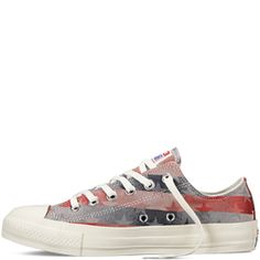 Converse All-Star Americana Jacquard lo tops - It doesn't get more all-American than the Men's Converse Chuck Taylor Ox Freedom Casual Shoes. Show your individuality and style in the Ox that looks good at school, running errands, at a concert, or even at the office (okay, maybe not every office).