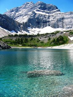 Why is a drop of water clear but the lake is blue?  Galatea Lake, Canada