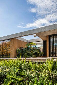 Modern Tropical House, Tropical House Design, Tropical Houses, Modern House Design, Modern Houses, Tropical Architecture, Residential Architecture, Contemporary Architecture, Architecture Design