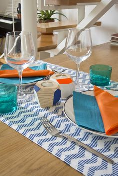 Orange and blue. A vivid breakfast tablesetting is what you need to begin a positive day. Our  handmade wooden candleholders give a fresh touch to your table ✨ #breakfast #candle #wood #handmade #candle #table #blue #orange #fluo #florence #woodesign #design