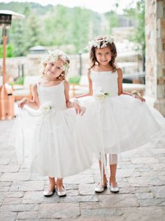 The sweetest little flower girls we ever did see! Photography by Joey Kennedy / joeykennedyphotography.com
